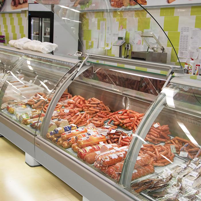 выкладка колбасы на горке цен